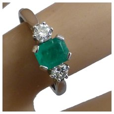 A charming Emerald & Diamond 3 Stone Ring