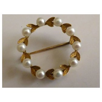 Very elegant cultured Pearl and Gold Brooch