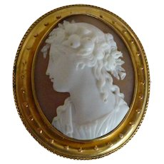 Large museum quality oval 18k Cameo Brooch / Pendent.