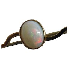 Pretty oval Opal Gold Brooch