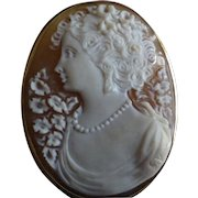 Very pretty Oval 18k & signed Cameo Brooch / Pendent.