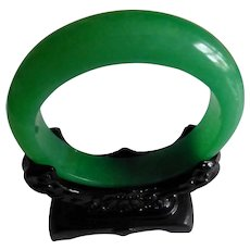 Real vintage Chinese Jade / Jadeite Bangle & Stand