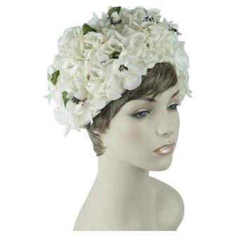 1960s Vintage Hat White Flowered Cloche / Turban Sz 22