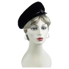 2cb488182b8 1960s Vintage Hat Black Velvet Banded Beret by Valerie Modes Sz 22 1 2. Alley  Cats Vintage
