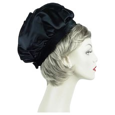 63752de9ac9 1960s Vintage Hat ~ Black Satin Banded Bubble Crown Pillbox Sz 21. Alley  Cats Vintage