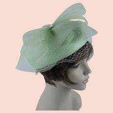 e65573f8d96dc4 1990s Vintage Hat ~ Mint Green Straw and Netting Asymmetrical Kentucky Derby  Pillbox Sz 23
