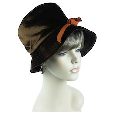 1970s Brown Velvet Brimmed Cloche Hat w/ Rust Grosgrain Embellishment, Sz 22