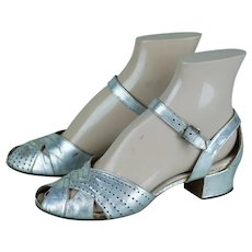 Vintage 1930s Shoes, Silver Low Heel Open Toe Sandals by Middle Towners Sz 5 1/2