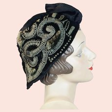 1920s Black Velvet Embroidered Cloche Hat