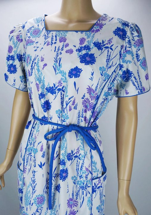 48ef69621ccf 1970s Vintage Dress Blue and White Flowered Dress with Pockets by Vested  Gentress
