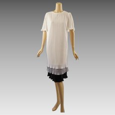 1970s Vintage Dress White Crystal Pleated Sack Dress by Sears Sz 10 B38