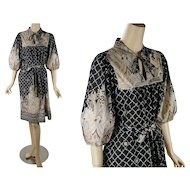 1970s Vintage Dress Black and Beige Paisley BoHo Shift Style with Balloon Sleeves B50 W60
