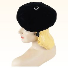 1950s Vintage Hat Black Velvet Beret with Rhinestone Button Sz 22