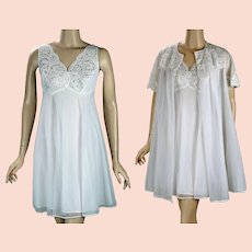 1960s Vintage Gown and Robe Solid White Lace and Chiffon Mini Peignoir by Shadowline Sz P B34