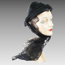 1930s Vintage Hat Evelyn Varon Black Pixie with Lace Sash Sz 21 1/2