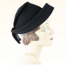1950s Vintage Hat Black Felt Cuffed Bonnet Style Sz 22