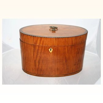 Unusual Oval Satinwood/Mahogany banded box c.1790