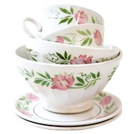 Vintage French Cafe au Lait Bowls - Set of 4 - 1940s - Pretty Pink Flowers - Country Chic Kitchen