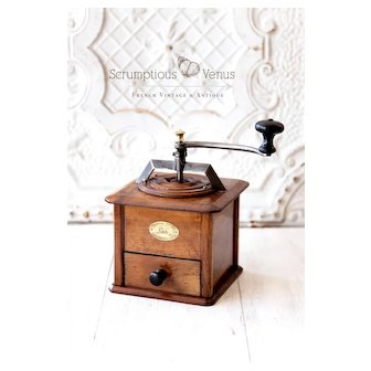 Early 1900s Peugeot Frère French Coffee Grinder - Walnut wood - Modèle T a Pans - Size 6 - Exceptional Condition - Refurbished
