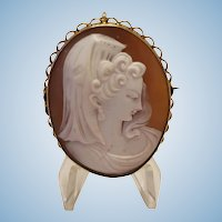 9ct Gold Shell Cameo Young Woman en Mantilla Brooch Pendant 10.7 gr