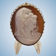 9ct Sardonyx Shell Cameo Young Woman en Mantilla Brooch Pendant 10.7 gr