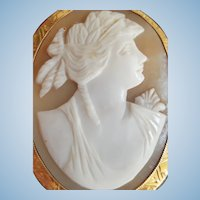 Large Edwardian 12K Gold Shell Cameo Brooch - 13.3 grams