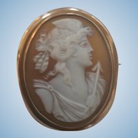 Victorian 9ct Gold Roman Goddess Victoria Shell Cameo Brooch 7.5 grams
