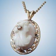 14K Gold Queen Conch Shell Cameo en Diamond Habille Pendant Necklace
