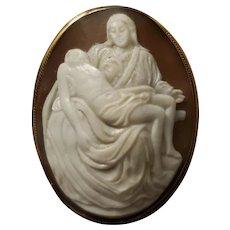 Vintage 18K Gold La Pietà Shell Cameo Brooch Pendant  9.6 grams