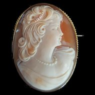 Vintage Beauty 10K Yellow Gold Shell Cameo Brooch - 12.5 grams