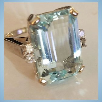 Glamorous 10K White Gold 15ct Aquamarine & .19ct Diamond Ring