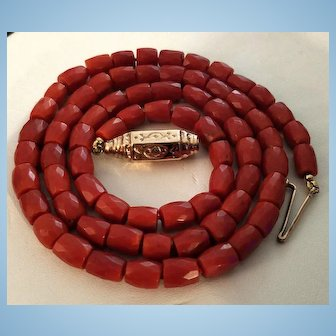 Alluring Art Deco 9ct Rose Gold Faceted Dark Red Coral Bead Necklace