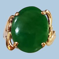 Lively 18K Gold Nephrite Jade Cabochon Ring Size 7