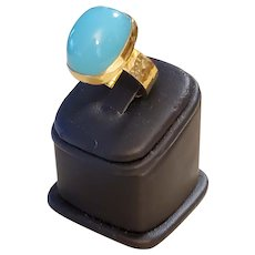 18K Yellow Gold Turquoise Blue Chalcedony 25.42ct Cabochon Ring - 16.6 grams