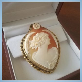 """Glorious 1920's 12ct Gold 2"""" Shell Cameo Pendant - 12.8 grams"""