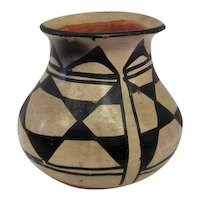 "Santa Domingo Pueble Pottery Vase - 4 1/2"" Tall"