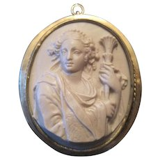 """14K Yellow Gold Molded Lady w/Torch Cameo Broach Pin/Pendant - 1 7/8"""" x 1 9/16"""""""