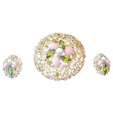 Sarah Coventry Brooch & Clip-on Earring Set Featuring Pink/Green Stones & Pearls