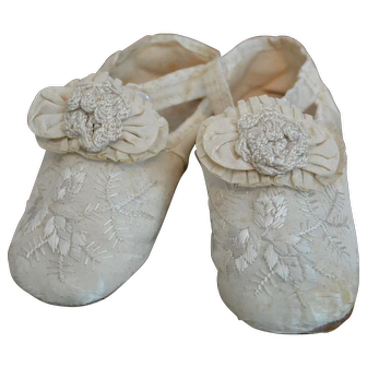 """Museum Quality 1850s Embroidered Silk Slippers for Large Doll"""