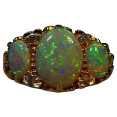 Magnificent Vintage 18 ct yellow gold Opal and Diamond ring