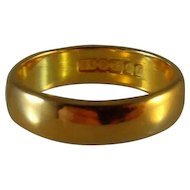 Vintage solid 22 ct gold wedding ring / band