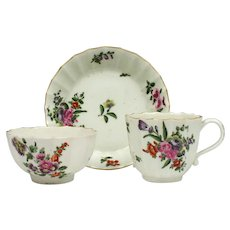 Worcester Fluted Hand Painted Flower Pattern Trio c1775