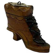 Snuff box  in the shape of a boot - Wood - Approx. 1900