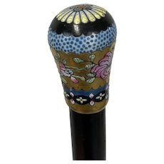 Wooden walking stick with enamelled floral bud - Wood, Enamel - Approx. 1890