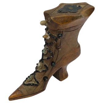 Snuff box in the shape of a boot - Wood - Approx. 1840