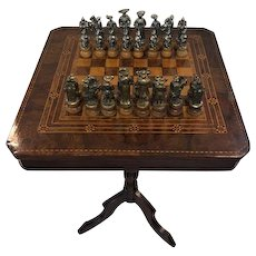 Chess table with rich inlay + bronze stones - Bronze, Wood, Tin - 1920