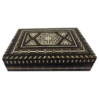 Box  with minuscule inlay - Wood - Europe - Approx. 1970