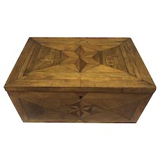 Wooden box with three-dimensional inlay - Wood - Approx. 1920