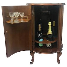 Bar table on wheels with room for 7 bottles and cocktail glasses - England - Approx. 1960