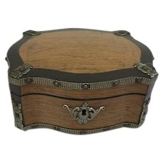 Beautifully designed box finished with studs - England - Approx. 1880